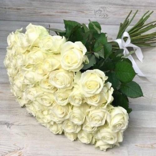 Купить на заказ Букет из 51 белой розы с доставкой в Капчагае